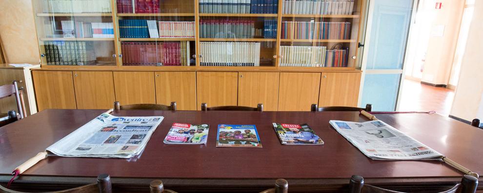 Saletta giornali 10 posti monastero santa croce - Giornali arredamento casa ...